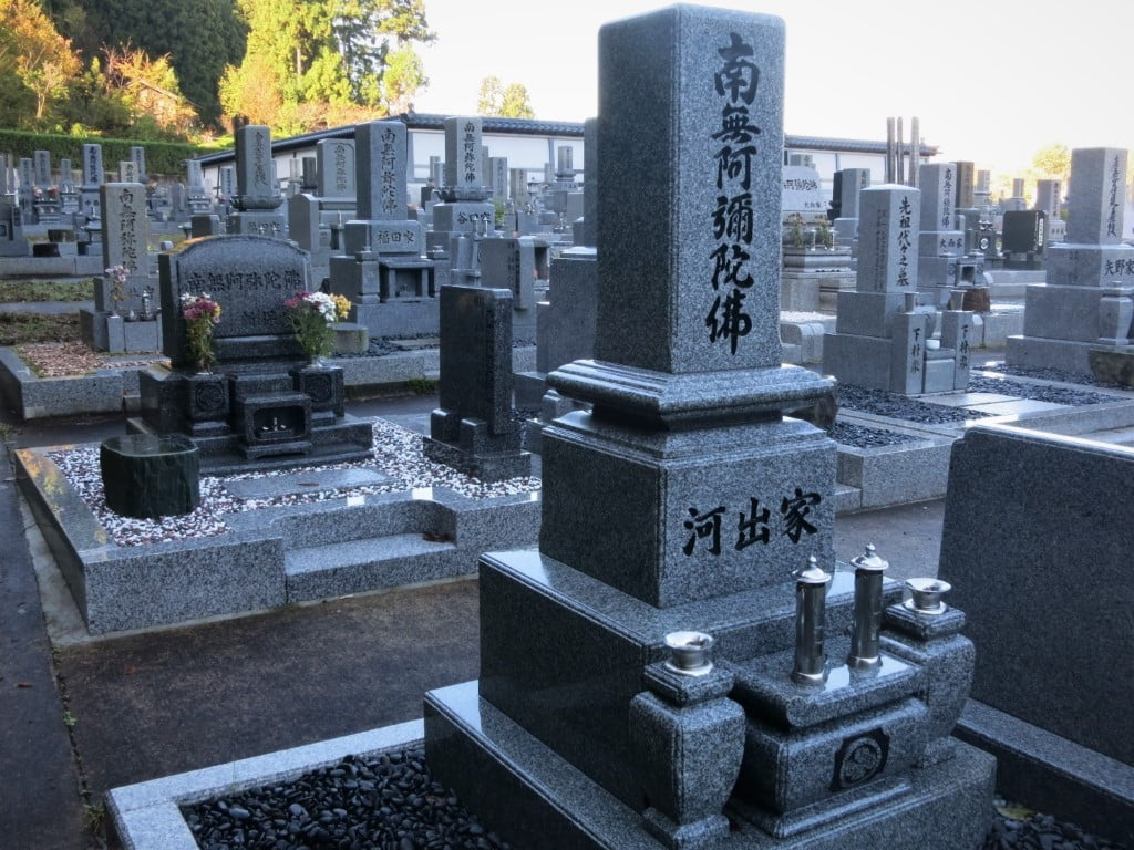 File:Traditional tombstone in Japan to gather the generations of one family  together.jpg - Wikimedia Commons